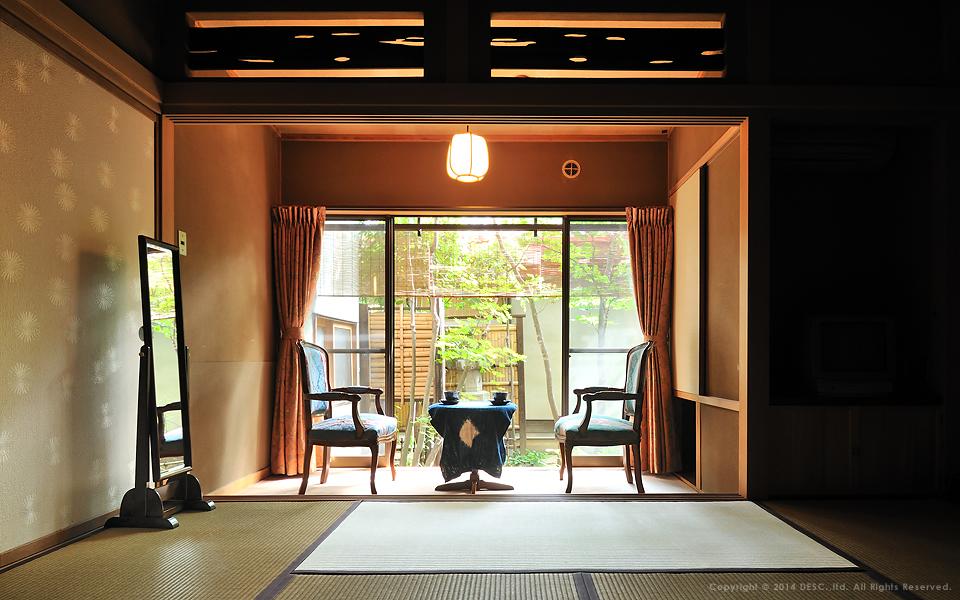 【旅館 菊之湯】客室_和室とアンティーク家具と工芸品