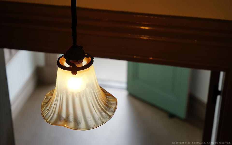 旧司祭館_レトロな照明